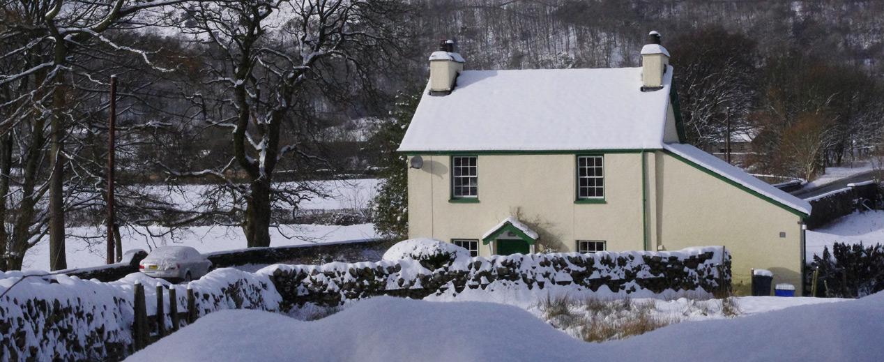 lake-district-cottage-christmas